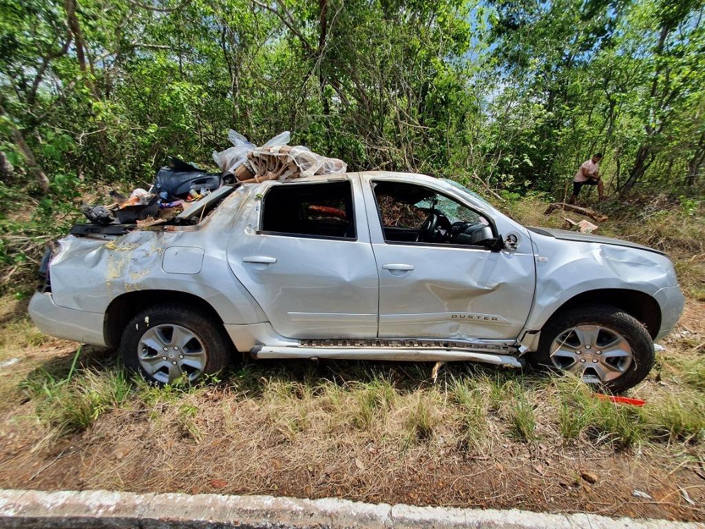 Quatro pessoas ficam feridas após veículo capotar no Norte do Piauí