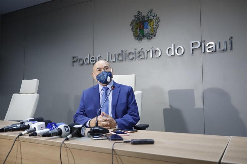 Desembargador Ribamar Oliveira toma posse como novo presidente do TJ-PI
