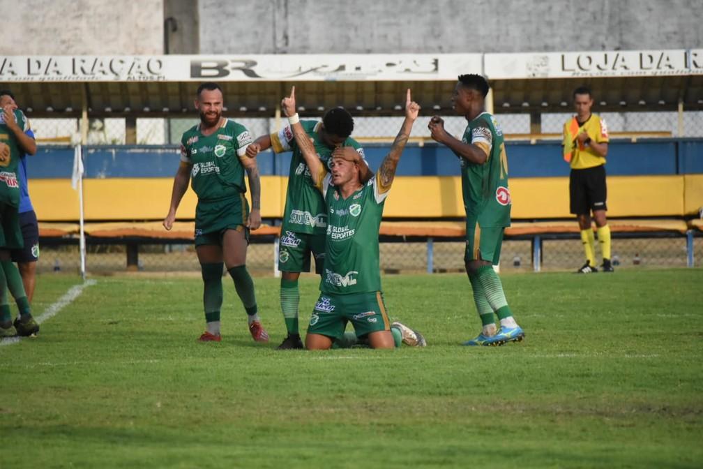 Jogando em casa, Altos goleia e conquista acesso à Série C do Campeonato Brasileiro