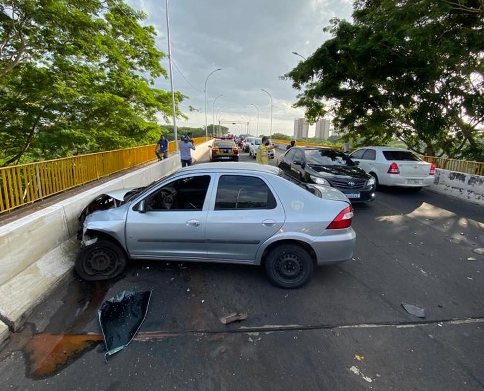 Colisão entre três veículos deixa dois feridos na Ponte da Primavera, na zona Norte de Teresina