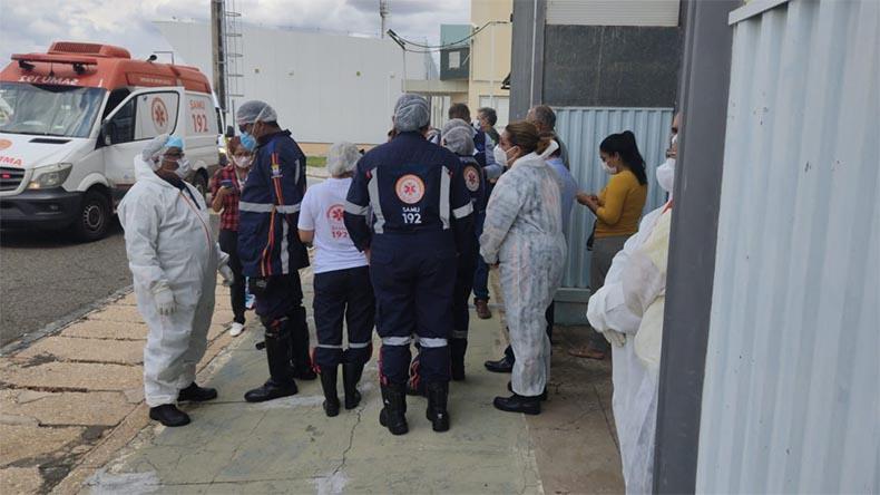Nove pacientes vindos de Manaus desembarcam no aeroporto de Teresina